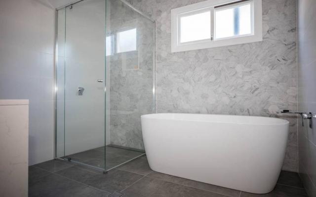 Renovated Luxury Bathroom, Bardon Home Builders
